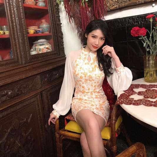 橙色灯笼袖长袖设计复古旗袍