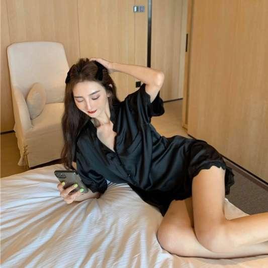 蕾丝花边V领上衣+休闲短裤套睡衣装