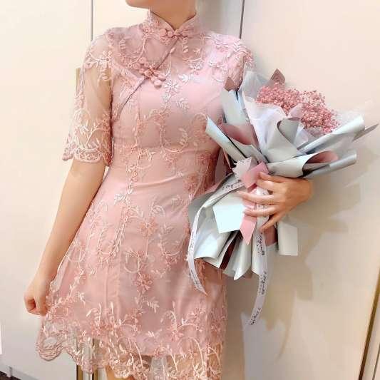 复古粉色蕾丝拼接钩花旗袍