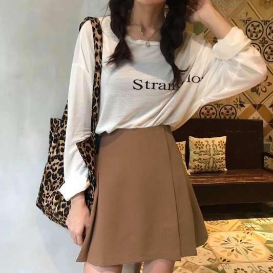 褐色高腰褶皱半身裙